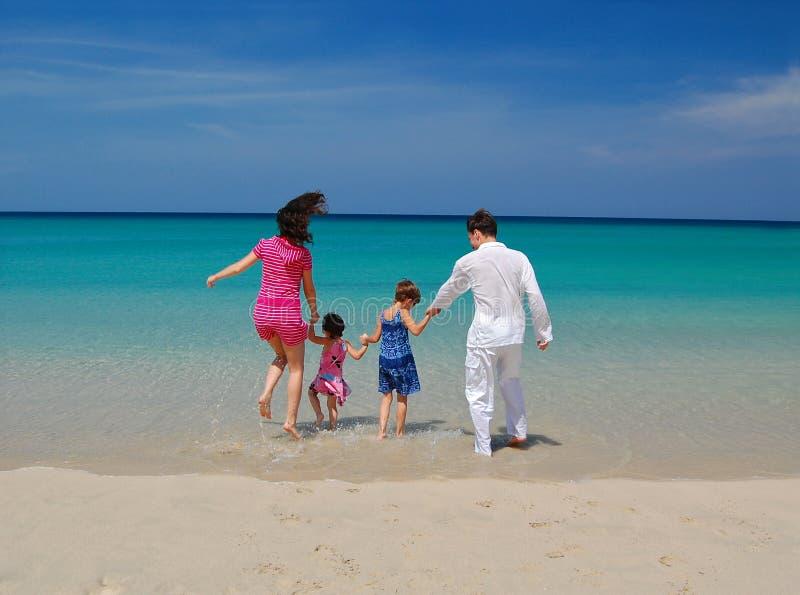 Vacaciones tropicales de la familia imágenes de archivo libres de regalías