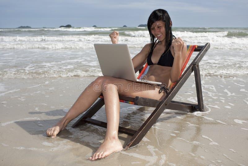 Vacances avec l'ordinateur portatif image libre de droits