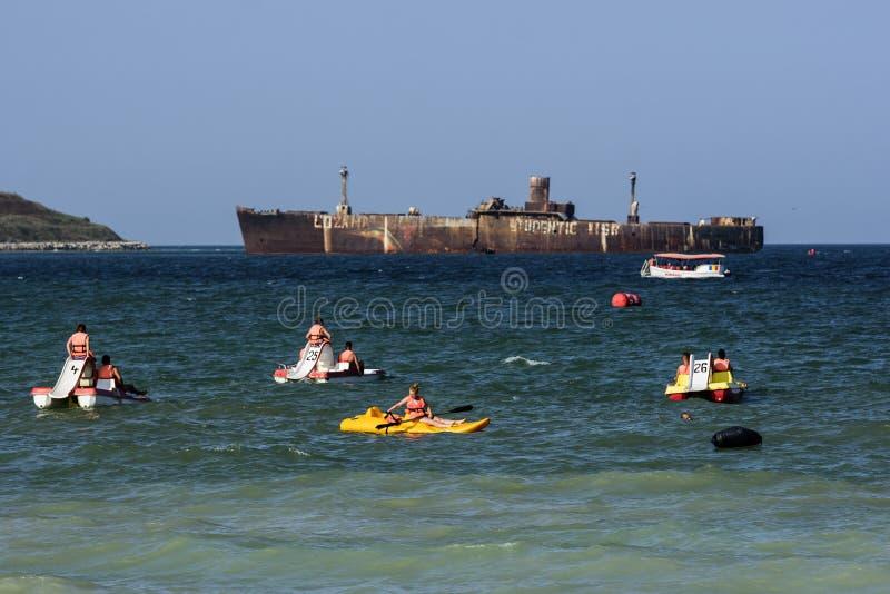 Vacances d'été chez la Mer Noire, station de vacances Costinesti, Roumanie image libre de droits