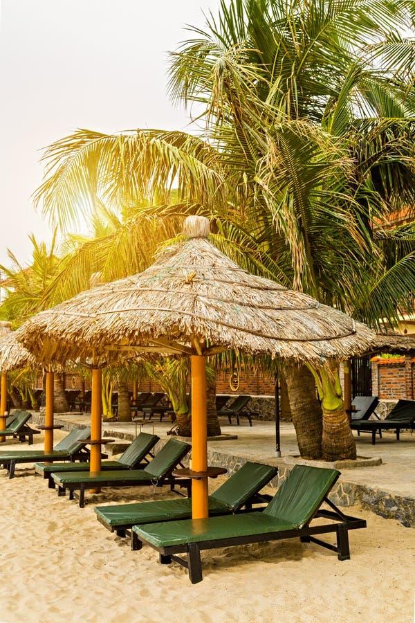 Vacances d'été, concept de vacances de voyage Plage de mer d'île de Sandy de lieu de villégiature luxueux image libre de droits