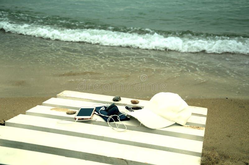 Download Vacances d'été en mer photo stock. Image du téléphone - 76079286