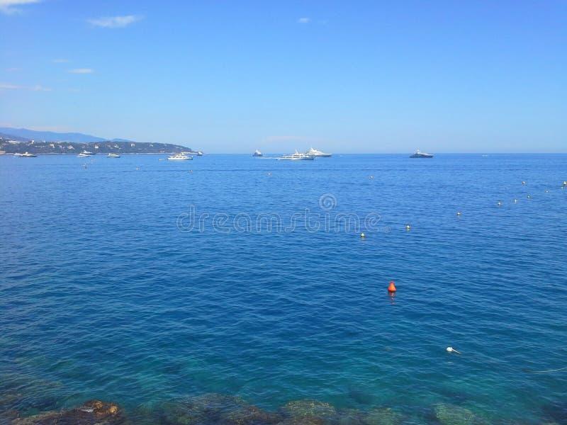 Vacances de luxe d'été Aventure extérieure de la mer Méditerranée Concept de luxe de mode de vie Paysage urbain du Monaco Voyage, photographie stock libre de droits
