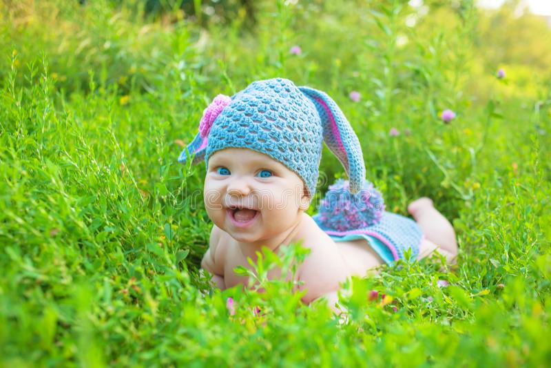 Vacances de Pâques, enfants heureux Les enfants ont l'amusement photographie stock libre de droits