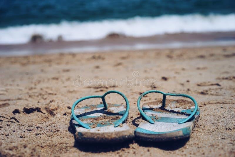 Vacances de pantoufles de plage image stock
