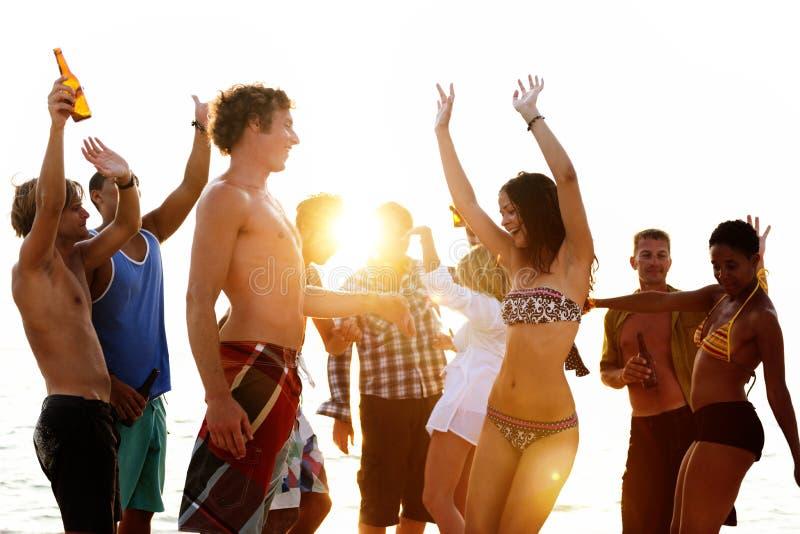 Vacances de plage appréciant le concept de relaxation de vacances photo libre de droits