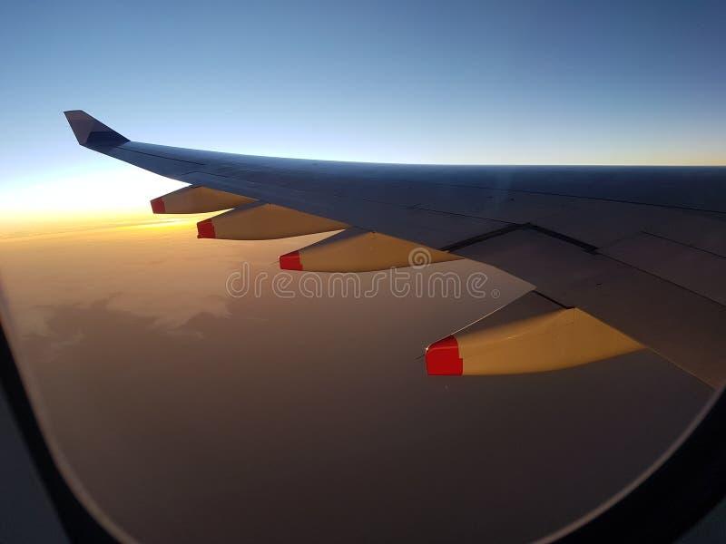 Vacances de voyage de vol de matin de lever de soleil image libre de droits