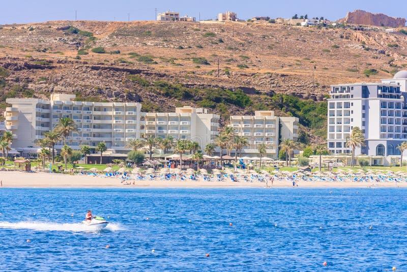 Vacances en mer La station de vacances de Faliraki Île de Rhodes La Grèce images libres de droits