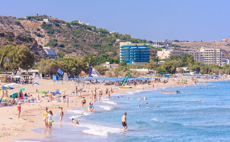 Vacances en mer La station de vacances de Faliraki rhodes photographie stock libre de droits