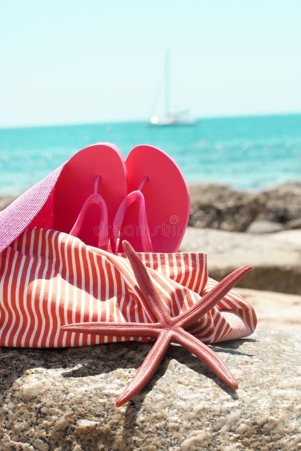 Vacanza estiva dell'oceano di Flip Flops Sea Star Hat della borsa della spiaggia immagini stock libere da diritti