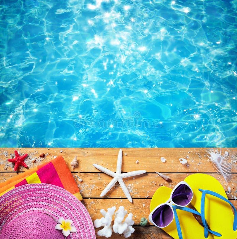 Vacanze estive - accessori della spiaggia immagine stock libera da diritti