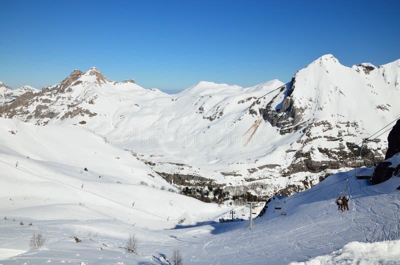 Vacanze nelle montagne di inverno immagine stock libera da diritti
