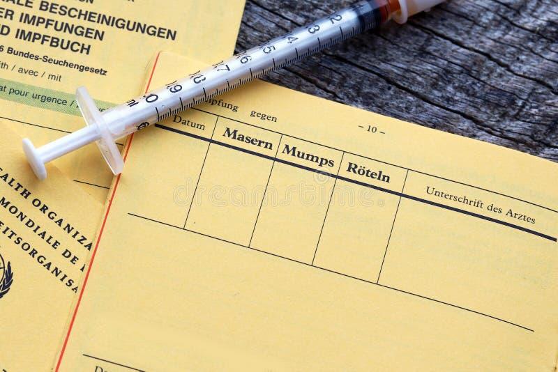 Vaccinazione contro il morbillo ed altre malattie infantili fotografia stock