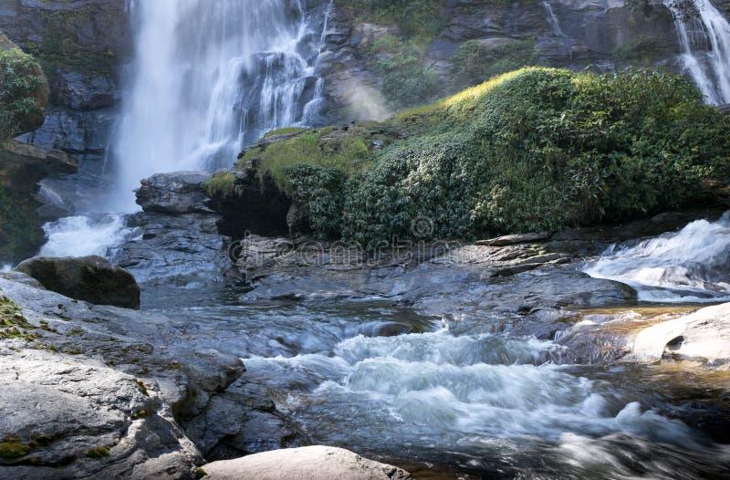 Vachiratharn-Wasserfall-Nationalpark Chaing Mai Thailand stockbilder