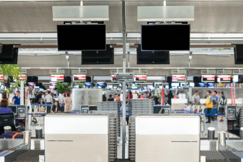 Vacie de área pública del enregistramiento de un aeropuerto imagenes de archivo