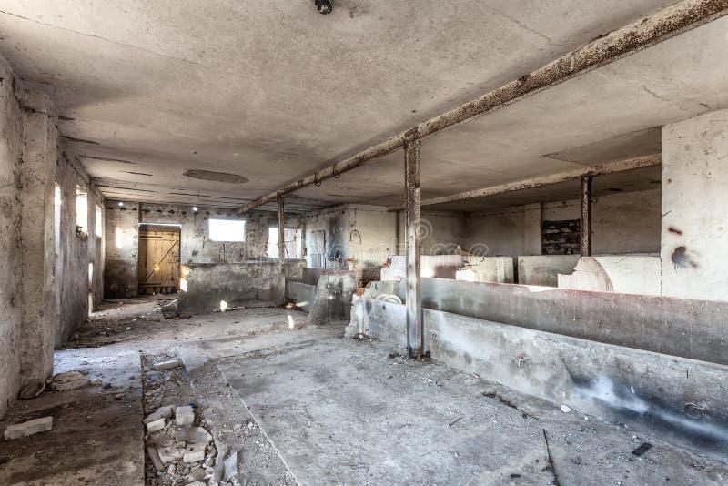 Vacie, decayendo, granero viejo - Polonia imagen de archivo libre de regalías