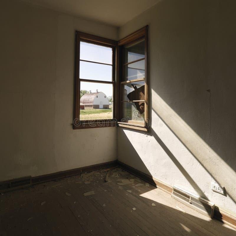 Vacie el sitio con la ventana. foto de archivo libre de regalías