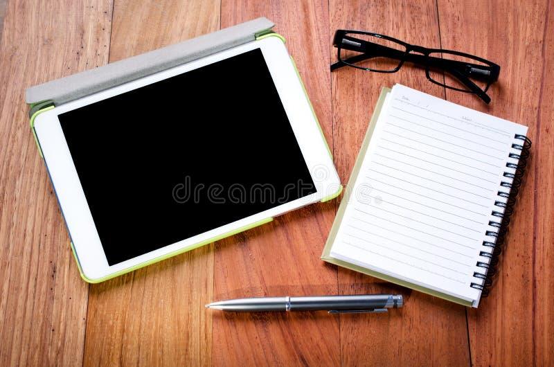 Vacie la tableta y el cuaderno fotos de archivo