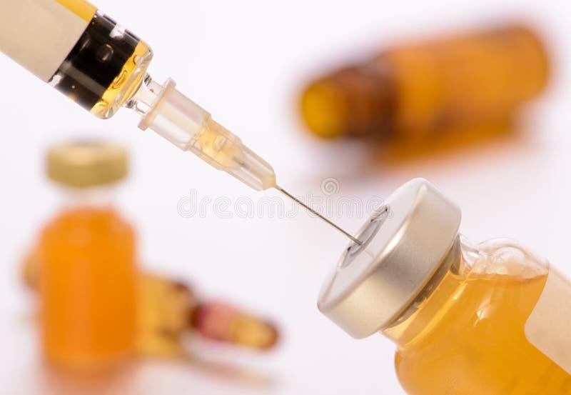 Vacinação com seringa e soro fotografia de stock royalty free