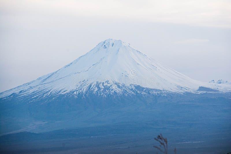 Vackert och unikt berget Ararat fotografering för bildbyråer