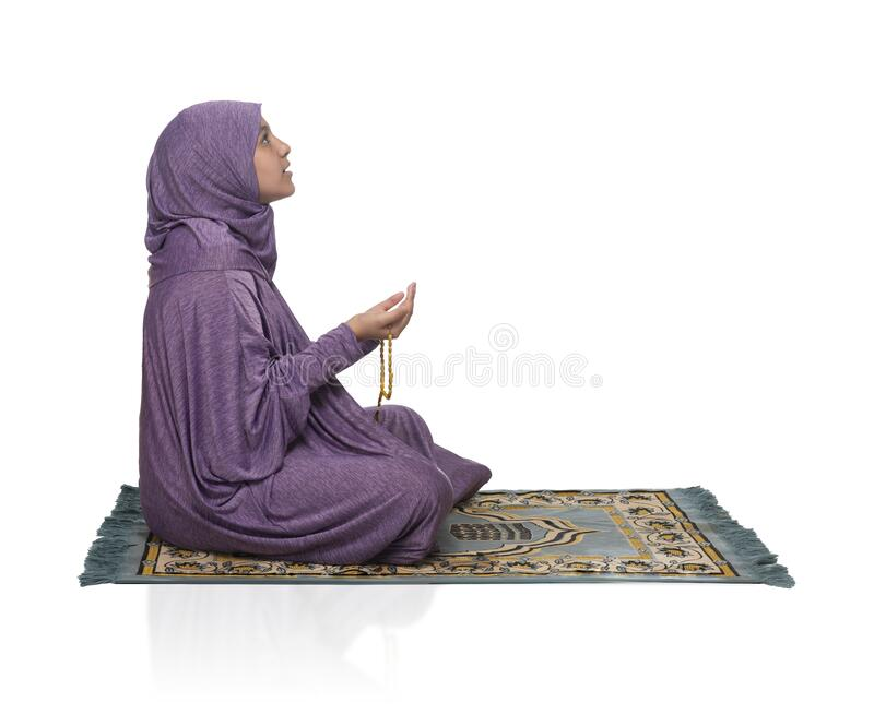 Vackra arabiska flickor som ber om allahs muslimska kläder arkivbild