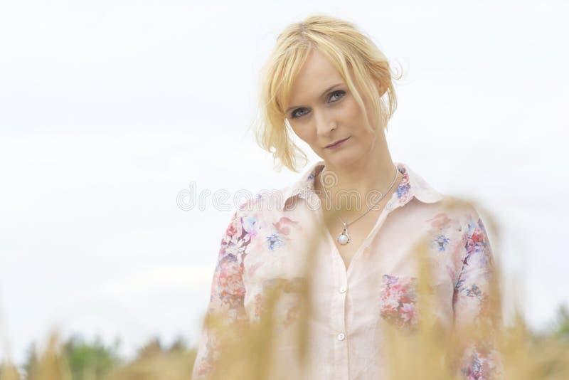 Vackra, blond porträtt arkivbild