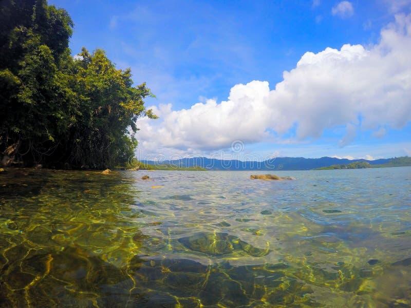 Vackra havsytan och öarna vid horisonten Liggande Filippinerna Palawan arkivbilder