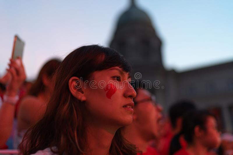 Vackra kvinnliga åhörare i publiken under Singapores 54:e nationaldag den 9 augusti 2019 royaltyfri fotografi