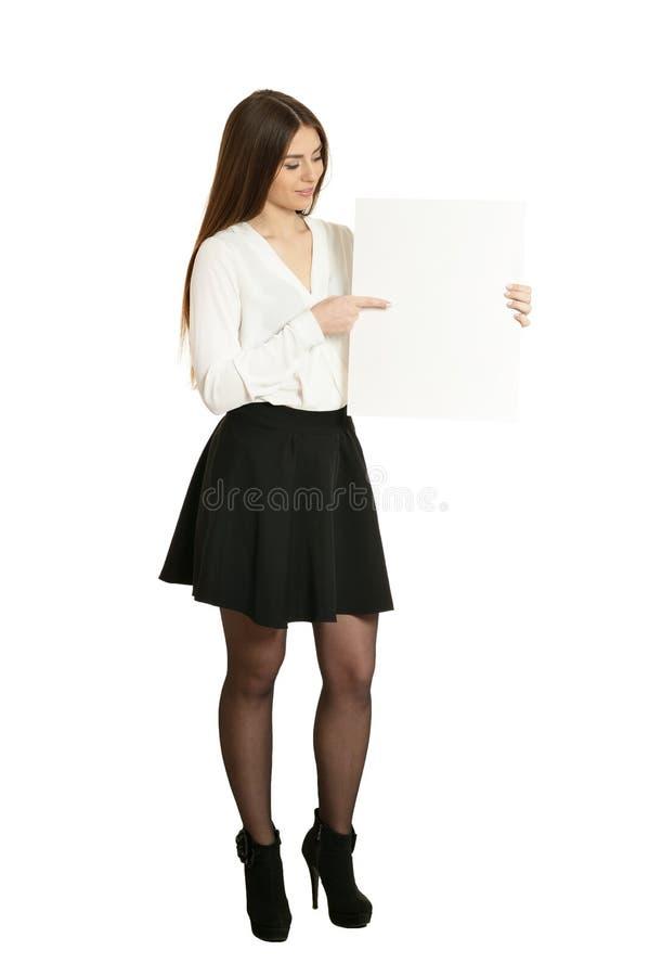Vackra kvinnor och vita skyltar eller teckenutrymme för slogan eller text, isolerade arkivfoto