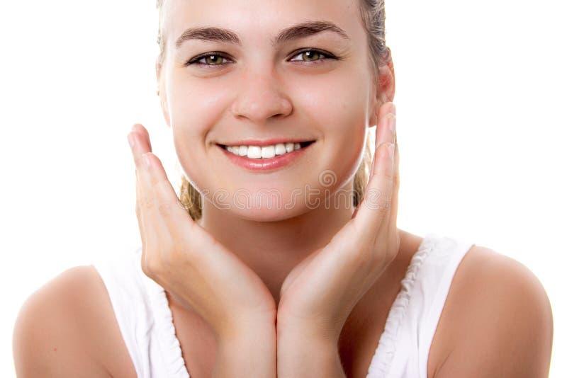 Vackra kvinnor som leker med friska tänder arkivbilder