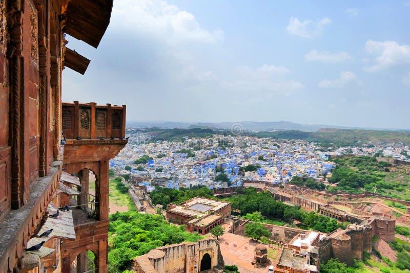 Vackra scenen i den gamla staden 'Blue City' i Jodhpur från Mehrangarh Fort i Rajastan, Indien arkivbilder