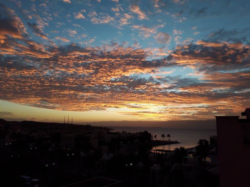 Vackra solnedgången i TalBay, Aqaba Jordan royaltyfri bild