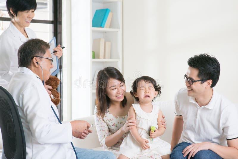 Vacunas del niño imagen de archivo