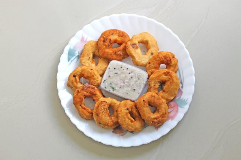 Vada och södra indiska mellanmål för chutney royaltyfri bild