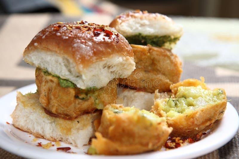 Vada Pav, indisk hamburgare royaltyfria bilder