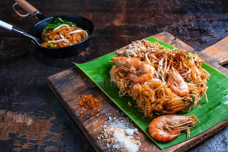 Vaddera thailändsk läcker thailändsk mat på tabellen royaltyfri foto