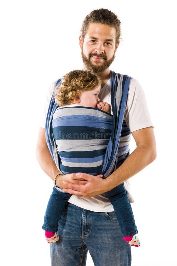 Vader die zijn babydochter vervoeren royalty-vrije stock foto's