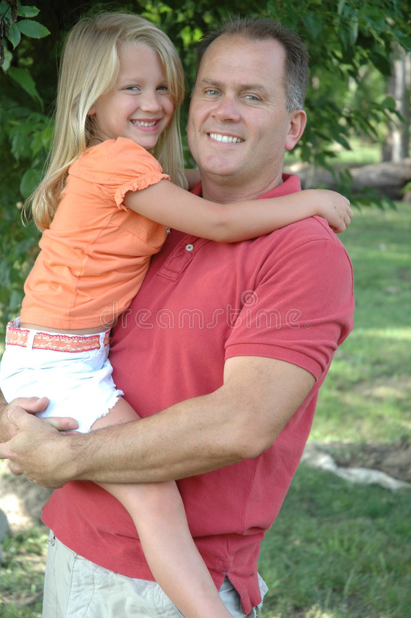 Vader en de oude dochter van 6 jaar stock foto