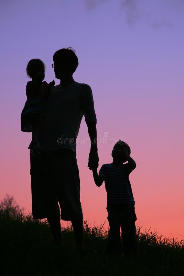 Vader en kinderen royalty-vrije stock afbeelding
