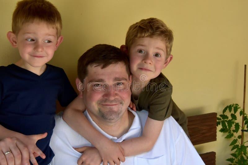 Vader en zijn jongens royalty-vrije stock fotografie