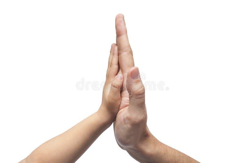 Vader en zoon in hoog gebaar vijf op witte achtergrond stock foto's
