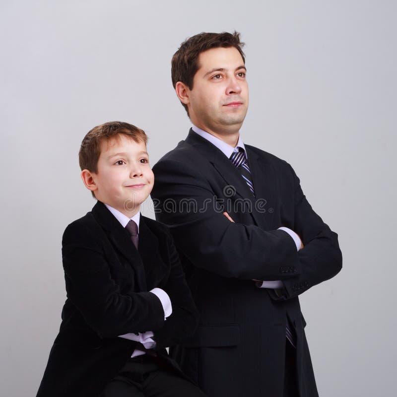 Vader en zoon in kostuum royalty-vrije stock foto's