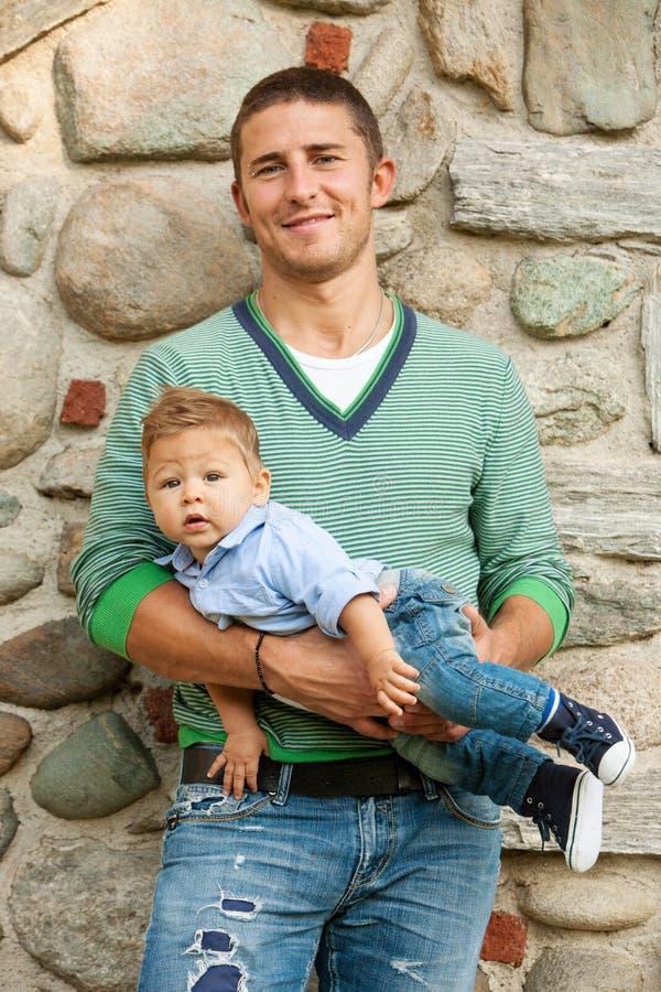Vader met baby stock afbeeldingen