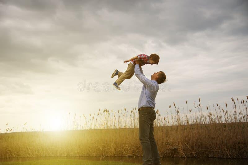 Vader met zoon royalty-vrije stock afbeelding