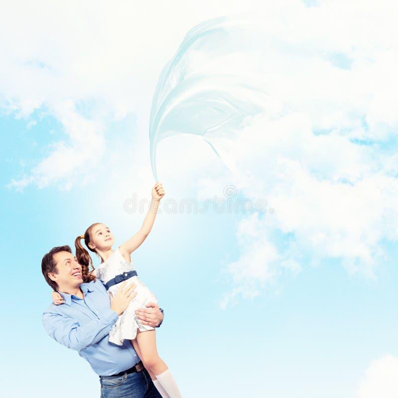Vaderholding op handendochter stock afbeelding