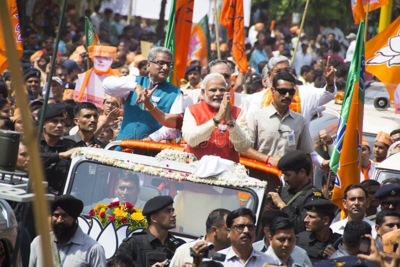 VADODARA, GUJARAT/INDIA - 9-ое апреля 2014: Narendra Modi хранило его документы о выдвижении кандидата от места Vadodara Lok Sabh стоковое фото rf