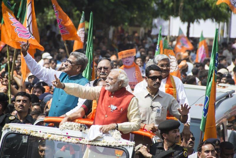 VADODARA, GUJARAT/INDIA - 9 April 2014: Narendra Modi diende zijn benoemingsdocumenten van de zetel van Vadodara in Lok Sabha royalty-vrije stock afbeelding
