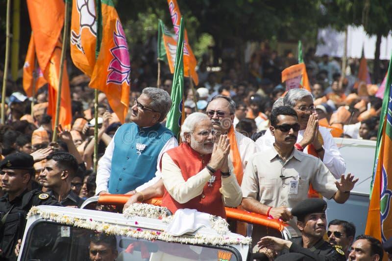 VADODARA, GUJARAT/INDIA - 9 de abril de 2014: Narendra Modi arquivou seus papéis da nominação do assento de Vadodara Lok Sabha fotos de stock royalty free