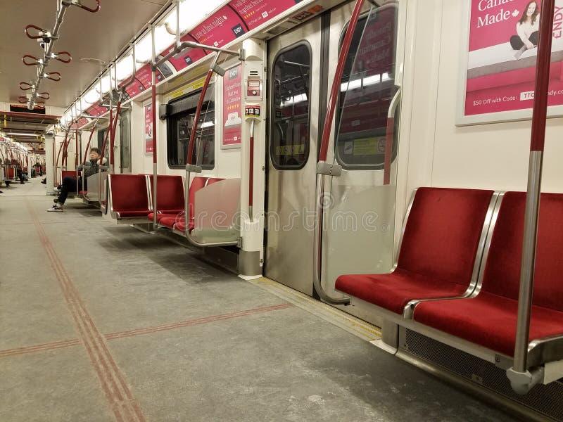Vagão interno do metro de Toronto da vista foto de stock royalty free