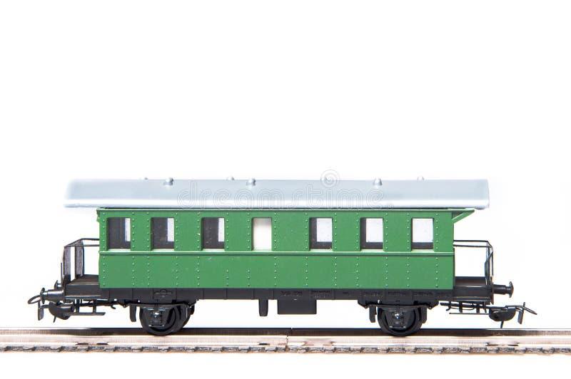 Vagão verde do brinquedo isolado no fundo branco foto de stock royalty free