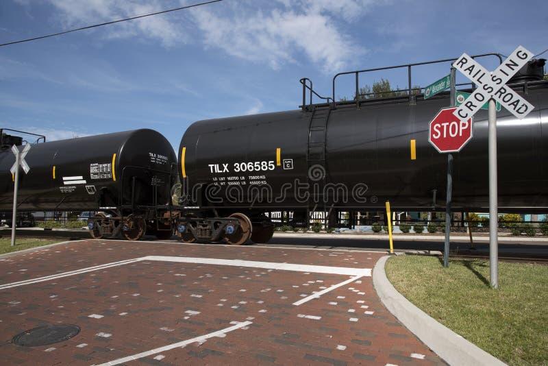 Vagões do trem que transportam o frete fotografia de stock